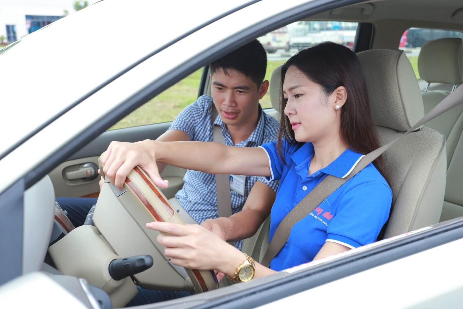 Thuê xe bổ túc tay lái số tự động