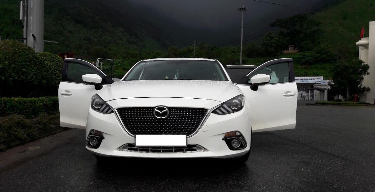 Thuê xe 4 chỗ tự lái Mazda 3
